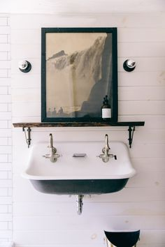 Inside Interior Designer Leanne Ford's Renovated Pennsylvania Schoolhouse, this vintage farm trough sink looks chic with modern art and minimal lighting. Home Decor Accessories, Bathroom Interior Design, Interior, Interior Design Advice, Vintage Industrial Decor, Cheap Home Decor, Inside Interiors, Modern Interior Design, Minimal Decor