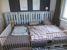 Familienbett aus Paletten  270x200 cm IKEA SNIGLAR als Rausfallschutz