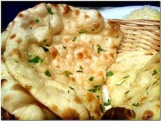Learn how to make Tandoori Naan without Tandoor and yeast. In fact much better than Restaurant u can make naan at your home. Pan Hindu, Tandoori Roti, Garlic Naan, Garlic Bread, Healthy Indian Recipes, Fried Fish Recipes, Savoury Dishes, Quiches, Food Pictures