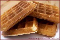 Gofry - lekkie i chrupiące/ Light Fluffy Waffles. Breakfast Waffles, What's For Breakfast, Pancakes And Waffles, Breakfast Recipes, Fluffy Waffles, Delicious Desserts, Yummy Food, Cupcakes, Polish Recipes