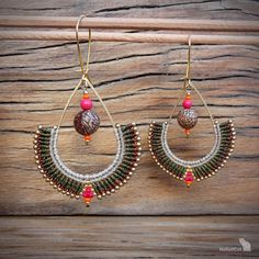Handcrafted macrame earrings made with linhasita 0,5 mm thread, acai beads, glass seed beads, 925 sterling silver 24K gold plated beads, gold plated earwires, brass drop. The thin 0.5 mm linhasita thread gives a very fine look to the earrings. Used colors of thread: old copper,