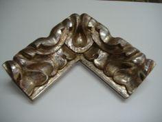 Moldura tallada sobre madera de pino a mano y decorada en pan de plata. http://www.kinomarcosmolduras.com/producto/14/marcos-tallados