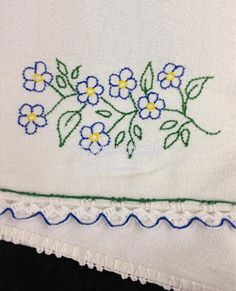 Embroidery Stitches Tutorial, Cross Stitch Embroidery, Embroidery Patterns, Hawaiian Quilt Patterns, Hawaiian Quilts, Applique Fabric, Felt Fabric, Silk Ribbon Embroidery, Fabric Flowers