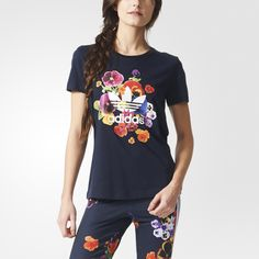 The vibe of '70s florals have inspired a new wave of graphic looks on the catwalks. adidas Originals gets in on the trend with a vibrant flower graphic. This women's t-shirt pairs the blooms with a Trefoil logo on the front.
