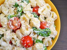 This roasted garlic pasta has a simple ricotta cheese sauce, savory roasted garlic, and fresh spinach and tomato.
