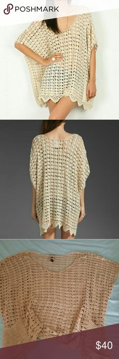 Palais delounge sweater, oversized os Euc, worn a coupke times beautiful crocehet design, dress this baby up or Down and look great.  Smoke free, pet free home.  One sized sweater will fit, no matter your size, small, medium or large. One Teaspoon Sweaters