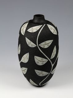 Jacqui Atkin Artist's statement suggests she used underglazes to create this beautiful pattern.