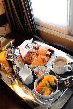 What a nice breakfast at hotel da vinci paris by A ATste of My Life Breakfast Platter, Hotel Breakfast, Best Breakfast, Healthy Breakfast Recipes, Romantic Breakfast, Cute Breakfast Ideas, Food Platters, Cafe Food, Aesthetic Food