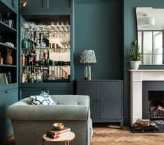 Debnam House — Jo Cowen Architects The living room of Debnam House, featuring a drinks cabinet, and parquet floor. Living Room Turquoise, Teal Living Rooms, My Living Room, Living Room Designs, Living Room Decor, City Living, London Living Room, Transitional Decor, Living Room Remodel