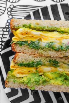 Spinach Egg Breakfast Sandwich is a healthy way to fill you up in the morning. Find the recipe on Shutterbean.com Spinach Egg, Cocktails, Sandwiches, Nutrition, Good Food, Eggs, Diet, Healthy Recipes, Breakfast