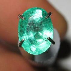 Batu Mulia Natural Top Green Emerald 0.90 carat Oval