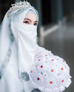 Hijabi Wedding, Muslimah Wedding Dress, Hijab Bride, Niqab Fashion, Muslim Fashion, Islamic Girl Pic, Muslim Brides, Muslim Couples, Muslim Women