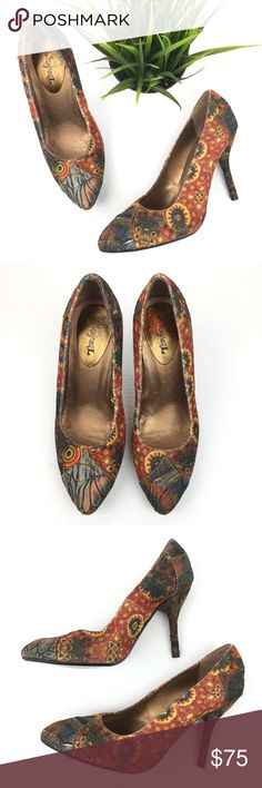 Desigual Pointed Toe Heels Pumps Desigual Pointed Toe Heels Pumps Size 39 Spain / 8.5 US Textured Multicolored Print   Gently used with normal signs of wear. See pics for visual details. Desigual Shoes Heels