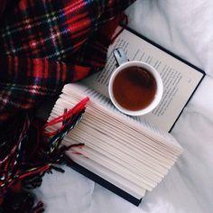 Buch mit Tee.