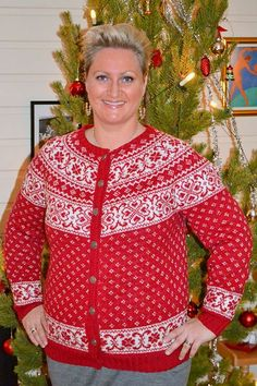 Ravelry: Itte no knussel pattern by Vanja Blix Langsrud Cool Sweaters, Sweaters For Women, Knitting Projects, Knitting Patterns, Nordic Sweater, Fair Isle Knitting, Free Clothes, Mantel, Plus Size Fashion