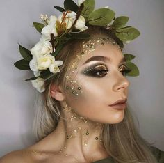 Are you looking for inspiration for your Halloween make-up? Browse around this site for creepy Halloween makeup looks. Creepy Halloween Makeup, Halloween Looks, Mother Nature Costume Halloween, Pretty Halloween Costumes, Halloween Ideas, Beautiful Halloween Makeup, Halloween Fairy, Goddess Halloween Costume, Pretty Costume