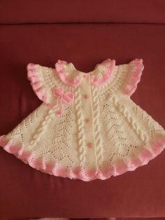 This Pin was discovered by Mün Baby Cardigan Knitting Pattern, Baby Knitting Patterns, Baby Sweaters, Girls Sweaters, Bandana Bib Pattern, Vestidos Bebe Crochet, Baby Applique, Baby Girl Crochet, Little Girl Dresses