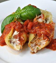 Stuffed Shells with Beef recipes - Social Cooking Engine Stuffed Shells With Meat, Cheese Stuffed Shells, Stuffed Shells Recipe, Ground Beef Stuffed Shells, Italian Dishes, Italian Recipes, Pasta Dishes, Food Dishes, Beef Dishes
