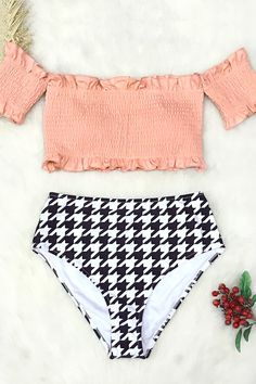It& never been easier to catch waves than with our Chelsea Love Bikini set! Haut Bikini, Crop Top Bikini, Bikini Beach, Bikini Set, Bikini Bottoms, Summer Bathing Suits, Cute Bathing Suits, Summer Suits, Fitness Bikini