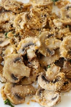 These baked au gratin mushrooms are the ideal Christmas side dishes for meat and Christmas main courses. They are delicious quick and light. Easy recipes and ideas for the Christmas menu and New Year Baked Mushrooms, Stuffed Mushrooms, Italian Dishes, Italian Recipes, Christmas Side Dishes, Vegetarian Appetizers, Veg Recipes, Easy Recipes, Food Facts