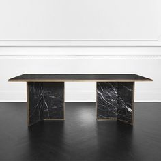 Today we bring you luxury dining tables by the interior designer Kelly Wearstler to inspire your dining room design. Luxury Dining Tables, Furniture Dining Table, Dining Table Design, Modern Dining Table, Esstisch Design, Luxury Furniture, Furniture Design, Antique Furniture, Furniture Logo