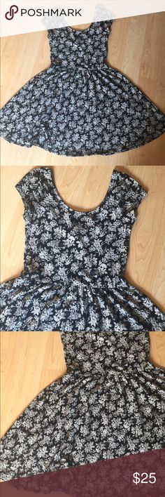 NWOT black and white 98% cotton 2% spandex Stretchy black and white floral print dress - beautiful! Forever 21 Dresses Mini
