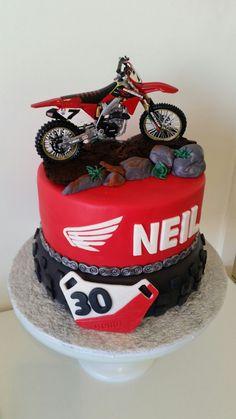 Honda motorcross birthday cake for birthday made by Pugalicious cakes Motorcross Cake, Bolo Motocross, Motorcycle Cake, Motorcycle Birthday Cakes, Dirt Bike Birthday, Dirt Bike Cakes, Motos Honda, 30th Party, Big Cakes