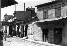 "Athens 1935, Asteroskopiou Street "" #Greece #greekhistory Old Pictures, Old Photos, Vintage Photos, Greek History, Modern History, Black White Photos, Black And White, City People, Old City"