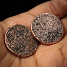 ☽ Pluck the Blood Moon out of the sky ☾ This coin of Earths Moon features a design of the surface texture of both its near and far side. A great worry coin, gift, or reminder coin. Mint Coins, Silver Coins, Maple Leaf Gold, Moon Facts, Coin Values, The Far Side, Gold Bullion, Blood Moon, Pure Copper
