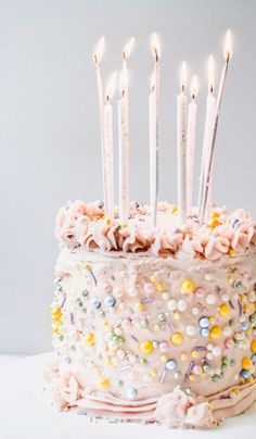 "Funfetti Birthday Cake with ""Buttercream"" Frosting Celebrate your next occasion with this delicious gluten-free, vegan funfetti cake! The ""buttercream"" frosting only requires three ingredients and the cake is so moist and delicious! Funfetti Kuchen, Funfetti Cake, Unique Cakes, Creative Cakes, Pretty Cakes, Beautiful Cakes, Dessert Oreo, Cake Decorating Designs, Cake Piping"
