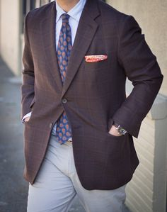 Another splash of sprezzatura. http://www.moderngentlemanmagazine.com/the-art-of-sprezzatura-looking-good-without-trying-to-hard/