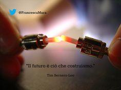 """""""Il futuro è ciò che costruiamo."""" Tim Berners-Lee #futuro #citazione #ispirazione #innovazione #TimBernersLee #progresso"""