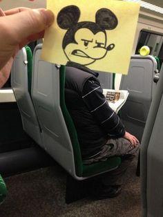 Çizgi Film Karakterlerine Dönüştürülen Yolcular - İngiliz sanatçı Joe Butcher; beraber seyahat ettiği yolcuların yüzlerini karikatürleriyle birleştirerek, etkileyici ve komik fotoğraflar ortaya çıkarmış.