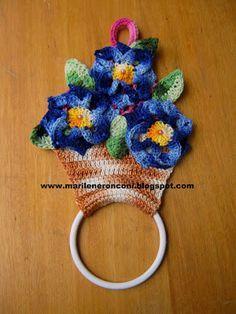 Marilene Ronconi Tricot e Crochet: PORTA PANO DE PRATO VASO de Flores Crochet Wool, Crochet Shawl, Crochet Towel Topper, Mug Warmer, Towel Hanger, Crochet Kitchen, Hot Pads, Crochet Accessories, Needlework