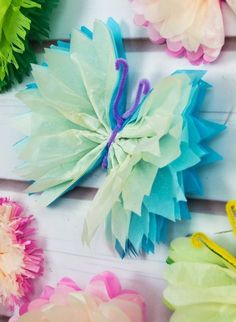 DIY Tissue Paper Butterflies Frilly tissue paper butterflies are a beautiful decoration for parties and weddings! In this paper craft DIY, we show an easy technique to create colourful and elegant butterflies using tissue paper and pipe cleaner. Paper Butterfly Crafts, Tissue Paper Crafts, Easy Paper Crafts, Paper Butterflies, Diy And Crafts Sewing, Paper Flowers Diy, Diy Paper, Tissue Paper Decorations, Beautiful Butterflies