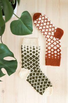 Ravelry: Diamantsokker pattern by Rauma Designs – Knitting Socks Fingerless Mittens, Knit Mittens, Knitting Socks, Knitting Projects, Crochet Projects, Knitting Patterns, Fair Isle Knitting, Knit Crochet, Couture