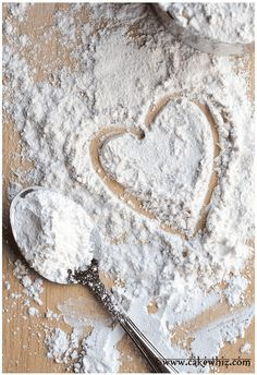 Learn to make homemade cake flour. It's very easy and cheap cake flour substitute, rather than buying it at the store. You only need 2 ingredients: all purpose flour and cornstarch! Homemade Cake Flour Recipe, Homemade Cakes, Flour Recipes, Cake Recipes, Cooking Recipes, Mini Desserts, How To Make Homemade, How To Make Cake, Walpapers Cute