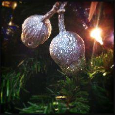 Glitter gumnuts Christmas Stage Design, Christmas Art For Kids, Aussie Christmas, Australian Christmas, Summer Christmas, Christmas Crafts To Make, Christmas Night, Christmas Love, Diy Christmas Ornaments