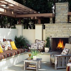 Outdoor living space with a fireplace: my dream backyard! Outdoor Rooms, Outdoor Living, Outdoor Decor, Outdoor Seating, Outdoor Ideas, Outside Living, Small Patio, Home And Deco, Interior Exterior