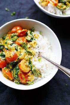 Kokos-Curry mit Spinat und Tomaten - Kochkarussell Caril de coco com espinafre e tomate. Spinach Recipes, Veggie Recipes, Indian Food Recipes, Asian Recipes, Vegetarian Recipes, Healthy Recipes, Fast Recipes, Recipes Dinner, Vegan Recetas