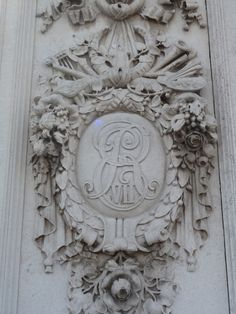 London Architectural Sculpture, Buckingham Palace