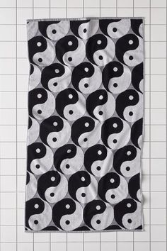 Patterned Bath Towels, Dream Decor, Yin Yang, Urban Outfitters, Kids Rugs, Black And White, Apartment Furniture, Design Set, Nostalgia