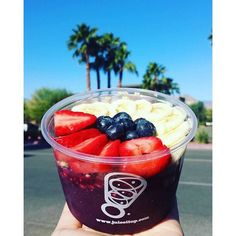 Super Fusion Acai & Pitaya Bowl from Juice It Up! Food can be beautiful, delicious and nutritious!