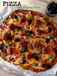 Grøn pizza med broccolibund og spicy kødboller