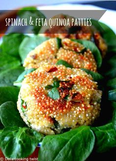 (English) These spinach and quinoa patties make a lovely original dish for meatless Monday. Filled with feta cheese and a touch of chili pepper, they are bursting with delicious savory flavors.