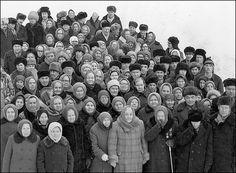 Heimbewohner und Personal von Vladimir Rolov  | 'Grandmas talking about Grandpas', 'Die Omas über die Opas' - by Vladimir Rolov | Russian born, German speaking photographer.