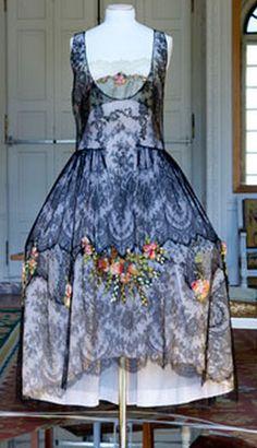 """Romance"" Boué Soeurs, 1925-26. Chantilly mechanical black flowers taffeta and polychrome chiffon , green and ocher  wool | Museum Galliera."