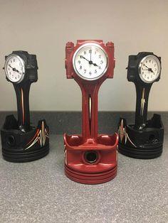 These iconic small block chevy pistons, will be loved and cherished by anyone. There are several finish options, to fit any theme you are tying to go after. We will also custom finish them to match your décor, car, etc.. They are the perfect gift for any guy in your life. All