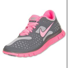 Running Shoes . NIKE ✔