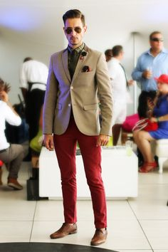 Tie, lapel pin, pocket square, sunglasses... guess you can never have enough accessories. Red Pants Men, Burgundy Pants, Blazer Beige, Brown Blazer, Camo Dress, Camo Shirts, How To Wear Scarves, Well Dressed Men, Suit And Tie